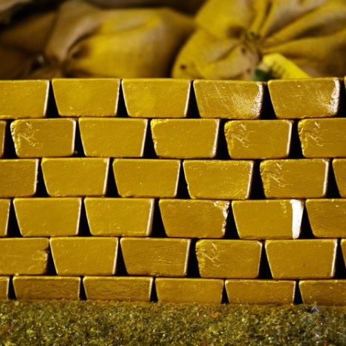 Gold hits 1-month peak as rising virus fears boost demand