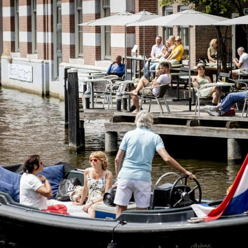 Amsterdam bans AirBnB rentals in old centre from July 1