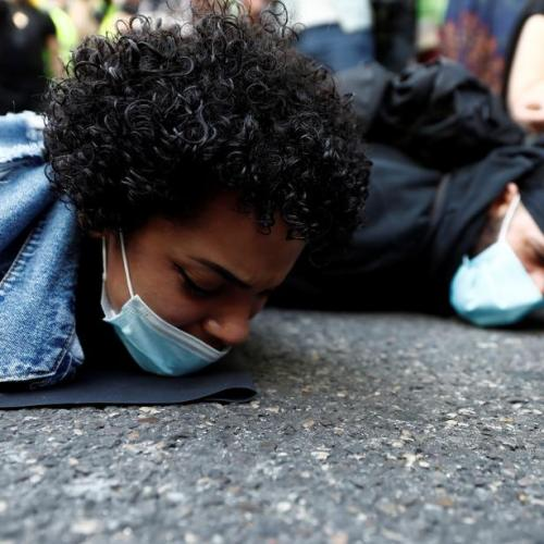 Murder re-enactment – Spain protests George Floyd's death