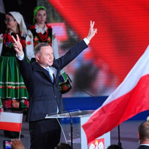 Incumbent President wins first round of presidential elections, to face Warsaw's mayor run-off