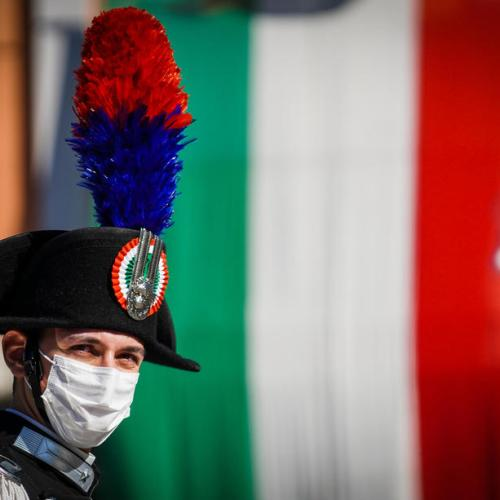 Naples region hits businesses with €1,000 fines for not wearing masks