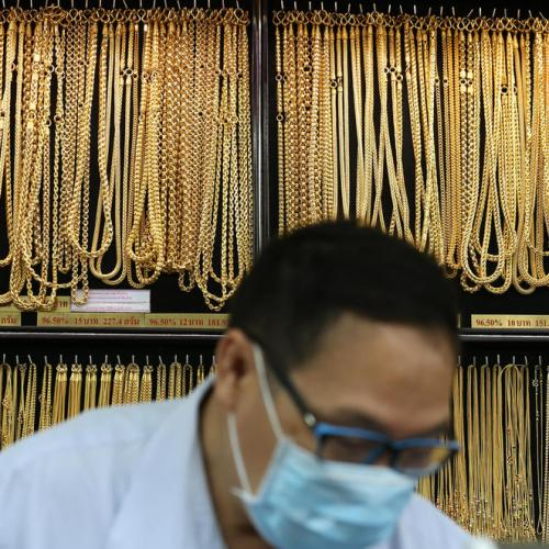 Gold rebounds as recovery fears resurface post Fed minutes
