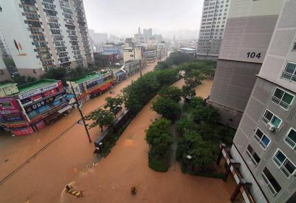 epa08591171 A photo provided by the local district office shows apartment complexes and nearby roads are inundated by heavy rain in the southwestern city of Gwangjuon, South Korea, 08 August 2020. EPA-EFE/YONHAP SOUTH KOREA OUT EDITORIAL USE ONLY