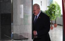 epa08592897 Belarusian President Alexander Lukashenko votes during the presidential elections at a polling station in Minsk, Belarus, 09 August 2020. Five candidates are contesting for the presidential seat, including the incumbent president Alexander Lukashenko. EPA-EFE/TATYANA ZENKOVICH