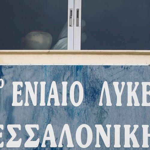 Greece delays school reopening