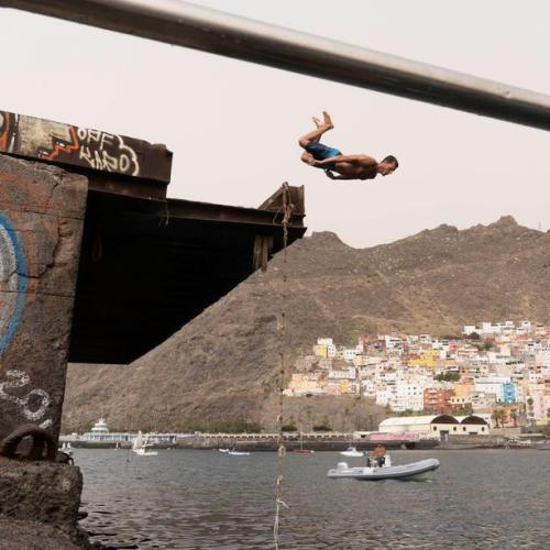 Spain hopes easing of UK quarantine will save Canary Islands winter tourism