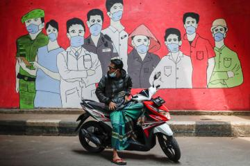 UPDATED: Hundreds of vaccinated Indonesian health workers get COVID-19, dozens in hospital