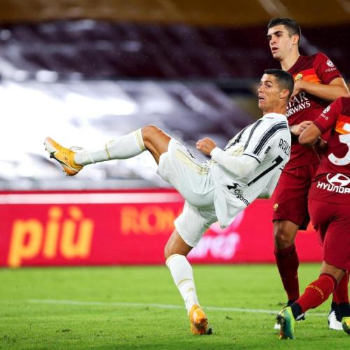10-man Juventus rescue point at Roma