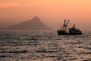 France to hold up EU-UK financial services deal over fisheries