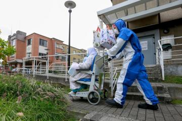 Lagging in COVID-19 vaccinations, Brussels takes vaccination campaign to shops