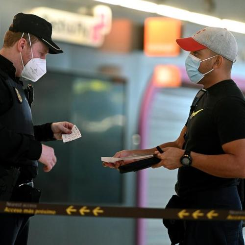 EU countries adopt common travel guidelines amid pandemic