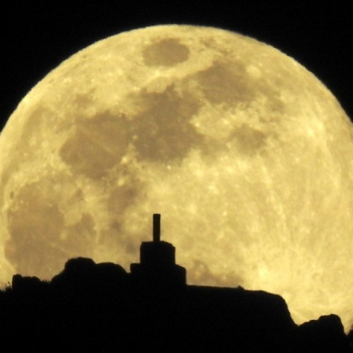 Standards for building settlements on the moon take shape as eight nations sign Artemis moon agreements