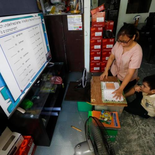 Philippines teachers start call centre to help remote learners