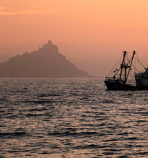 Brexit: France readying sanctions if UK withholds fishing licences