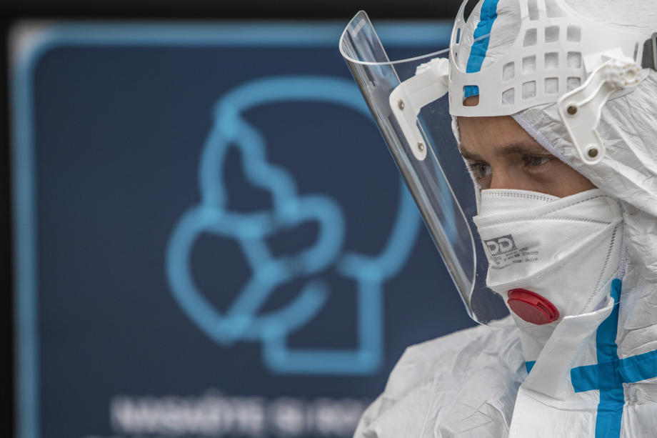 Europeans' confidence in EU hit by coronavirus response