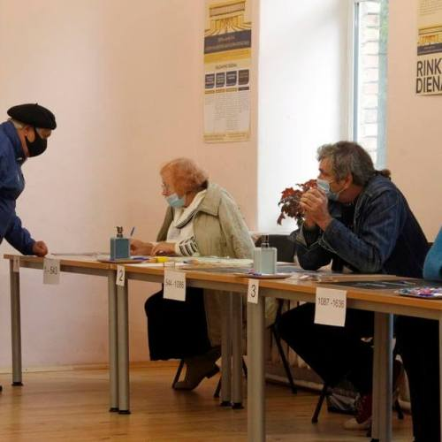 Lithuanians vote in first round of elections