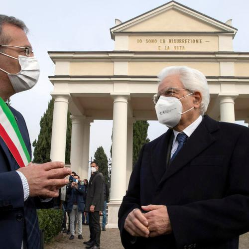 Photo Story: Italian President in symbolic visit to the cemetery of Castegnato