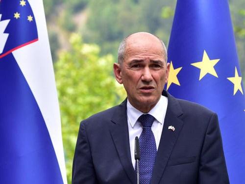 Slovenia backs Poland, Hungary in budget row