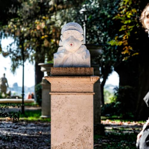 Photo Story: Marble bust in Rome dedicated to health workers