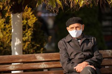 EU health agency warns of severe winter flu season for elderly