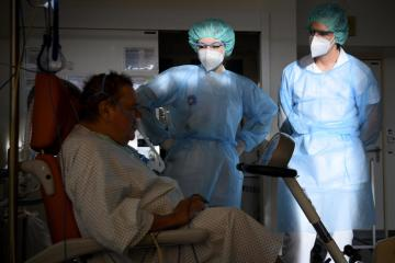 Swiss doctors sound alarm over sharp rise in Covid patients