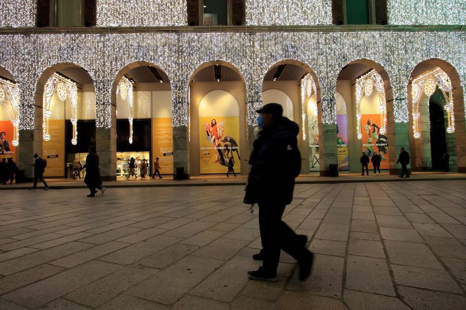 Italy reports 37,242 new coronavirus cases on Friday, 699 deaths