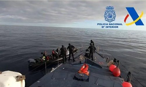 Spanish police arrest drugs gang in Mediterranean after high-speed chase