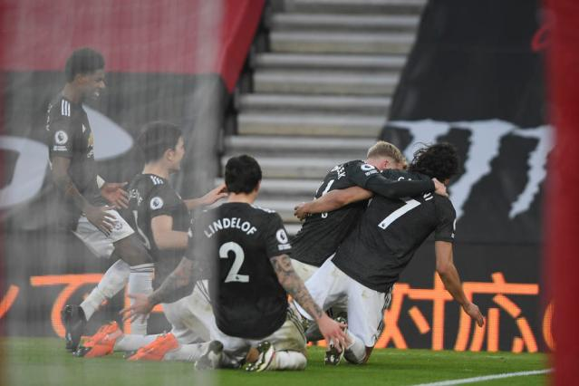 Two-goal Cavani inspires United comeback win at Southampton