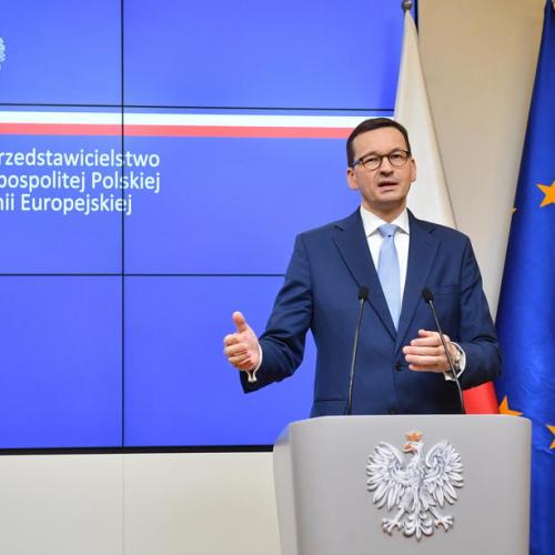 Poland averts government crisis