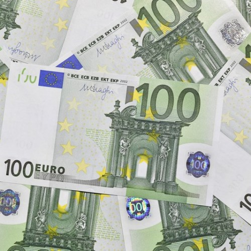 ECB says Euro zone consumers go cashless as pandemic boosts cards' appeal