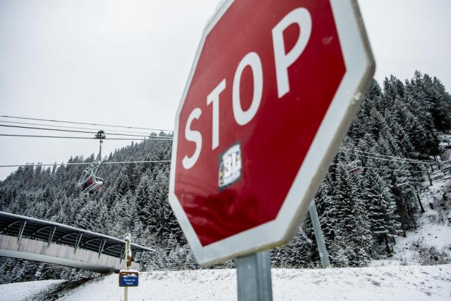 France to make borders checks to stop people skiing abroad