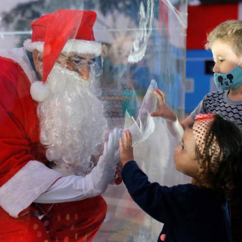 Photo Story: Santa Claus greets children from plastic box in Peru