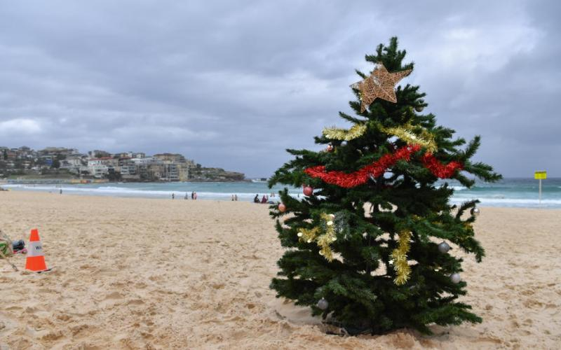 Rain, COVID-19 keep beachgoers away from Sydney's Bondi Beach