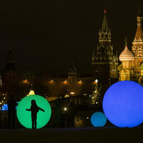 Photo Story: New Year and Christmas decorations in Moscow