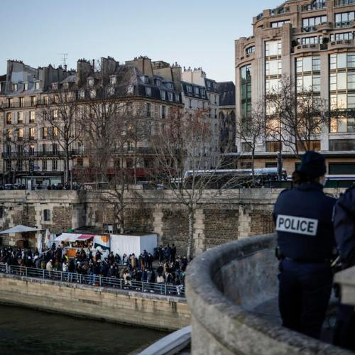 France should consider closing borders with UK – epidemiologist