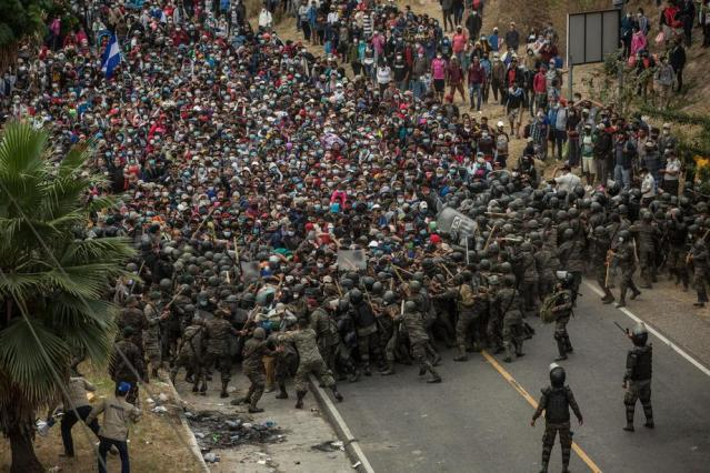 Clashes as some 9,000 Honduran migrants try to cross Guatemala on their journey to USA