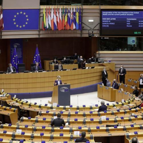 EPP backs digital vaccination certificate, Socialists wary of backdoor restrictions to free movement