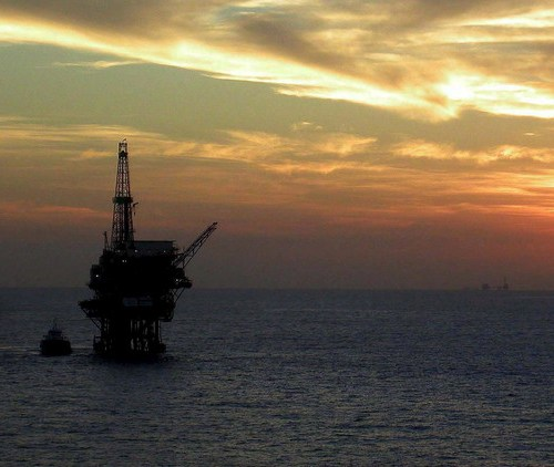 Oil rebounds on robust economic data