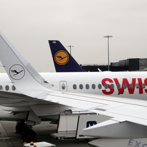 "Lufthansa subsidiary Swiss to cut Geneva flights further to ""absolute minimum"""