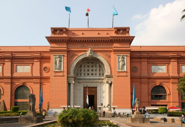 Egyptian royal mummies to parade on Cairo's roads