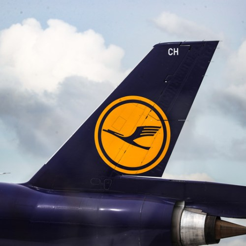 Lufthansa weighs faster plane retirements after record loss