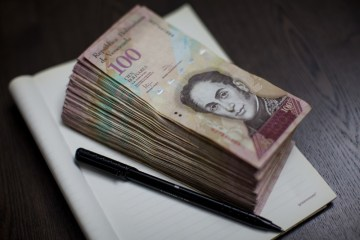 Maduro seeks to speed up digital payments as Venezuela runs out of cash