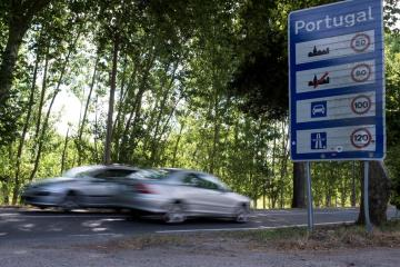 Portugal, Spain to fully reopen land border on May 1 after COVID restrictions