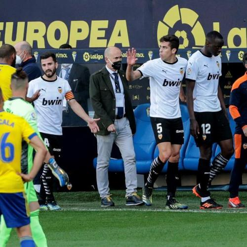 Valencia told to play on after walk-off over alleged racist insult-Gaya