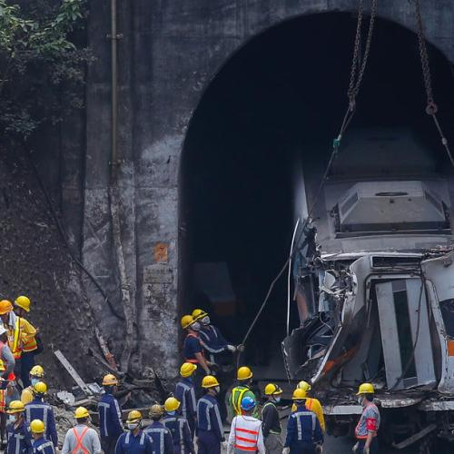 Photo Story – Aftermath of Taiwan train derailment