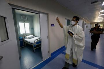 Philippines records 401 coronavirus deaths, highest daily increase