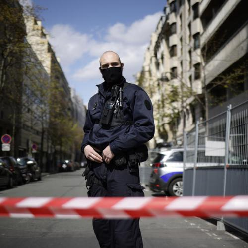 Gunman shoots man dead, injures woman in front of Paris hospital  – UPDATED