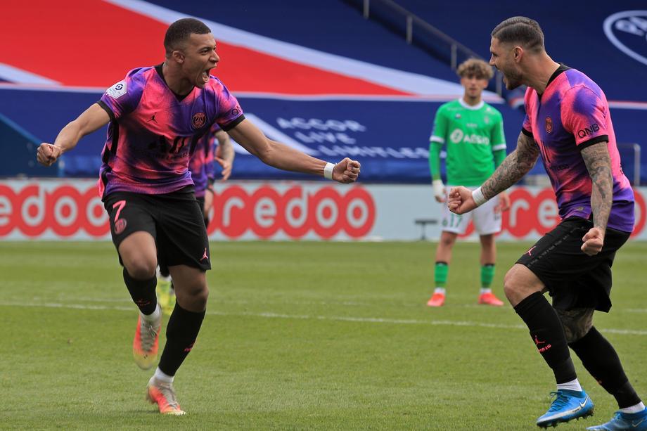 Last-gasp Icardi goal boosts PSG title bid
