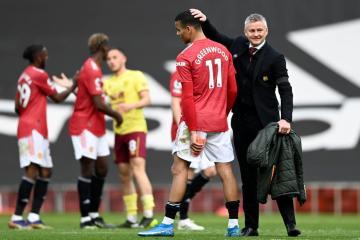 Solskjaer signs new Manchester United deal until 2024