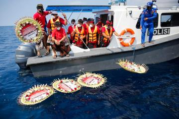 Photo Story – Indonesian Navy submarine sunk in Bali
